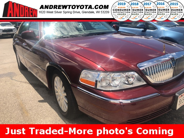 Stock #: TP9955 Red 2003 Lincoln Town Car Signature 4D Sedan in Milwaukee, Wisconsin 53209