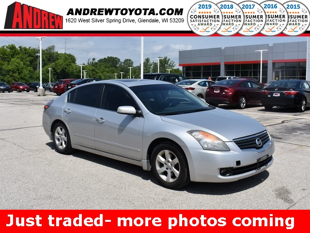Stock #: 39587A Silver 2008 Nissan Altima 3.5 SE 4D Sedan in Milwaukee, Wisconsin 53209