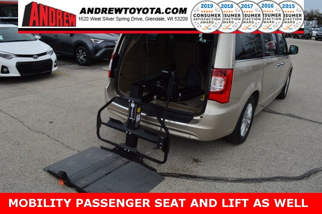 Stock #: TP9600 Beige 2013 Chrysler Town & Country Limited 4D Passenger Van in Milwaukee, Wisconsin 53209