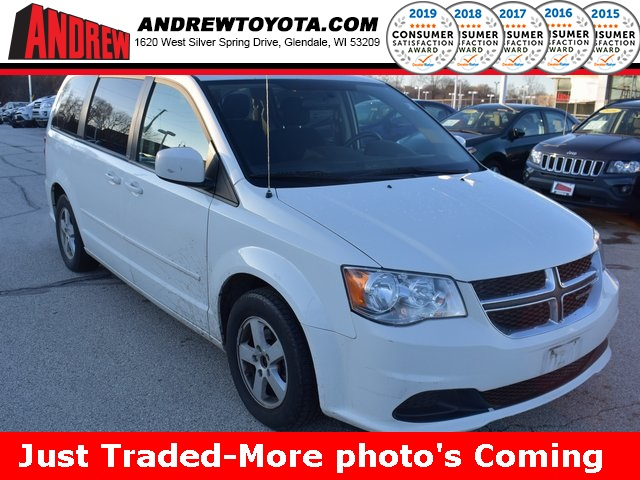 Stock #: 38733B White 2013 Dodge Grand Caravan SXT 4D Passenger Van in Milwaukee, Wisconsin 53209