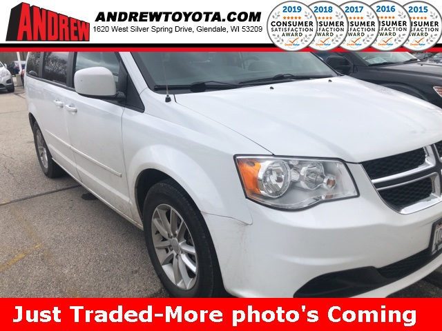 Stock #: 38104A White 2016 Dodge Grand Caravan SXT 4D Passenger Van in Milwaukee, Wisconsin 53209