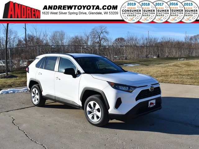 Stock #: 39029 Super White 2020 Toyota RAV4 LE 4D Sport Utility in Milwaukee, Wisconsin 53209