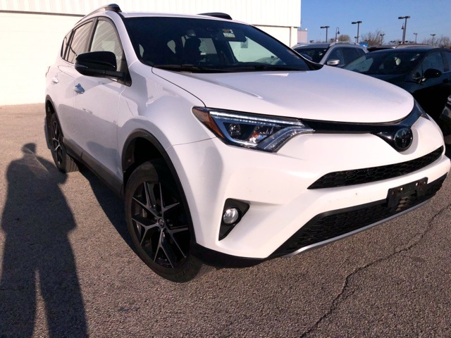 Stock #: TP1495 SUPER WHITE 2018 Toyota RAV4 SE 4D Sport Utility in Milwaukee, Wisconsin 53209