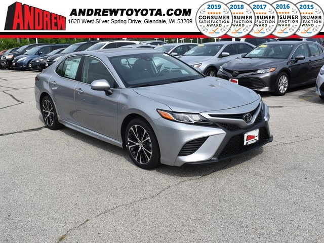 Stock #: 38261 Silver 2019 Toyota Camry SE 4D Sedan in Milwaukee, Wisconsin 53209