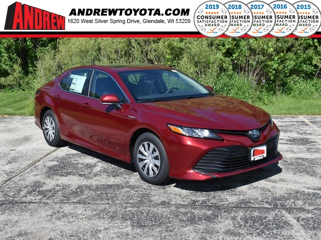 Stock #: 39555 Ruby Flare Pearl [extra_cost_color] 2020 Toyota Camry Hybrid LE 4D Sedan in Milwaukee, Wisconsin 53209