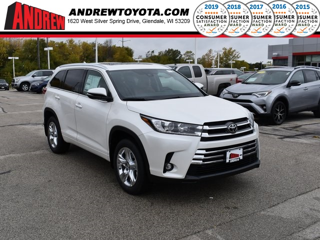 Stock #: 38758 White 2019 Toyota Highlander Limited 4D Sport Utility in Milwaukee, Wisconsin 53209