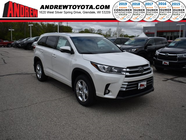Stock #: 37880 White 2019 Toyota Highlander Limited 4D Sport Utility in Milwaukee, Wisconsin 53209
