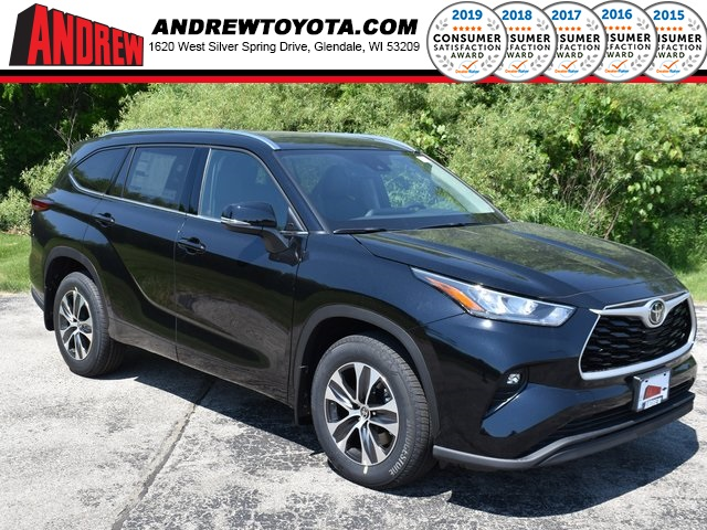 Stock #: 39595 Midnight Black Metallic 2020 Toyota Highlander XLE 4D Sport Utility in Milwaukee, Wisconsin 53209