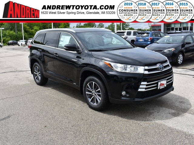 Stock #: 38076 Midnight Black Metallic 2019 Toyota Highlander Hybrid XLE 4D Sport Utility in Milwaukee, Wisconsin 53209