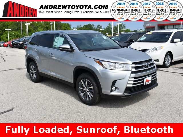 Stock #: 37976 Silver 2019 Toyota Highlander XLE 4D Sport Utility in Milwaukee, Wisconsin 53209