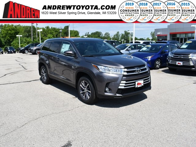 Stock #: 38192 Gray 2019 Toyota Highlander XLE 4D Sport Utility in Milwaukee, Wisconsin 53209