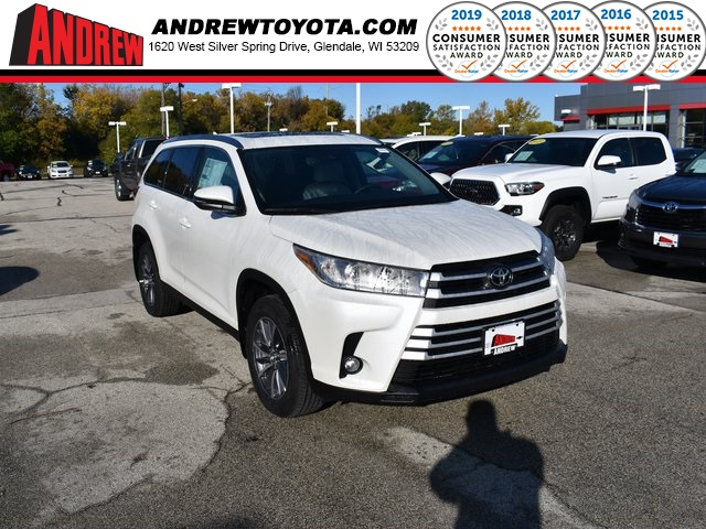 Stock #: 38776 Blizzard Pearl [extra_cost_color] 2019 Toyota Highlander XLE 4D Sport Utility in Milwaukee, Wisconsin 53209