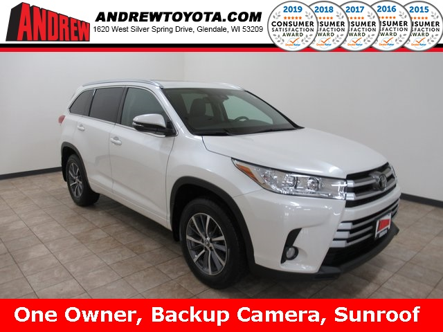 Stock #: 39040A BLIZZARD PEARL 2017 Toyota Highlander XLE 4D Sport Utility in Milwaukee, Wisconsin 53209