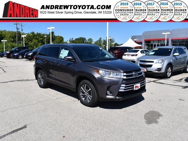 Stock #: 38510 Gray 2019 Toyota Highlander XLE 4D Sport Utility in Milwaukee, Wisconsin 53209