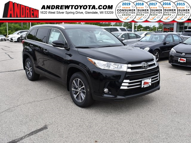 Stock #: 38050 Black 2019 Toyota Highlander XLE 4D Sport Utility in Milwaukee, Wisconsin 53209