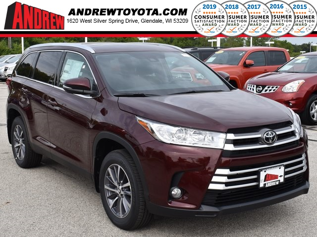 Stock #: 38572 Red 2019 Toyota Highlander XLE 4D Sport Utility in Milwaukee, Wisconsin 53209