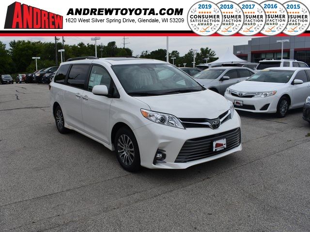 Stock #: 38441 White 2020 Toyota Sienna XLE 4D Passenger Van in Milwaukee, Wisconsin 53209