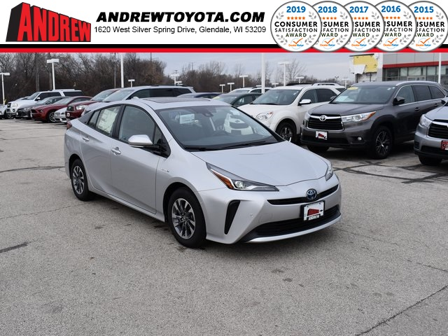 Stock #: 38917 Classic Silver Metallic 2020 Toyota Prius XLE 5D Hatchback in Milwaukee, Wisconsin 53209