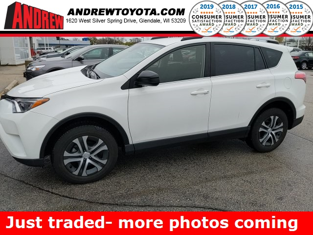 Stock #: 39504A SUPER WHITE 2018 Toyota RAV4 LE 4D Sport Utility in Milwaukee, Wisconsin 53209