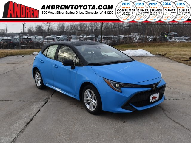 Stock #: 39309 Blue Flame with Black Roof [extra_cost_color] 2020 Toyota Corolla Hatchback SE 5D Hatchback in Milwaukee, Wisconsin 53209