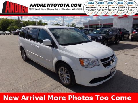 Stock #: 38104AA White 2016 Dodge Grand Caravan SXT 4D Passenger Van in Milwaukee, Wisconsin 53209