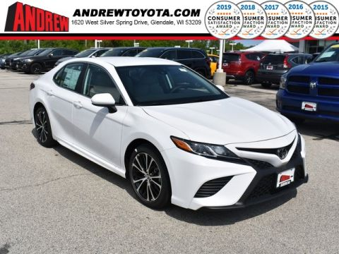 Stock #: 37582 White 2019 Toyota Camry SE 4D Sedan in Milwaukee, Wisconsin 53209