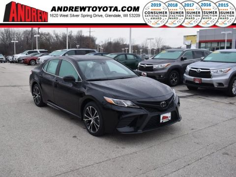 Stock #: 38879 Midnight Black Metallic 2020 Toyota Camry SE 4D Sedan in Milwaukee, Wisconsin 53209