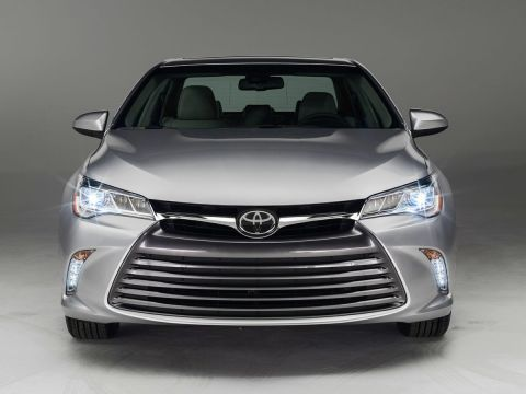 Stock #: 37940A White 2016 Toyota Camry LE 4D Sedan in Milwaukee, Wisconsin 53209