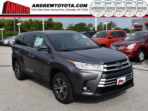 Stock #: 38571 Predawn Gray Mica 2019 Toyota Highlander LE Plus 4D Sport Utility in Milwaukee, Wisconsin 53209