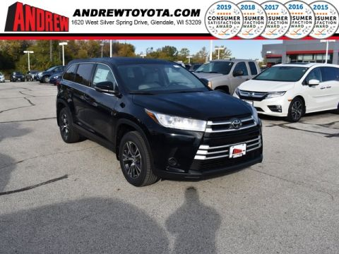 Stock #: 38771 Midnight Black Metallic 2019 Toyota Highlander LE 4D Sport Utility in Milwaukee, Wisconsin 53209