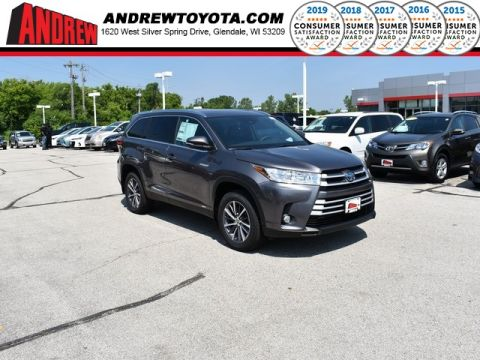 Stock #: 38234 Predawn Gray Mica 2019 Toyota Highlander Hybrid XLE 4D Sport Utility in Milwaukee, Wisconsin 53209
