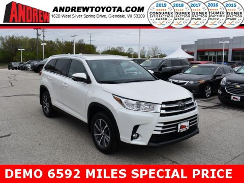 Stock #: 37485 White 2019 Toyota Highlander XLE 4D Sport Utility in Milwaukee, Wisconsin 53209