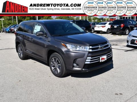 Stock #: 38650 Predawn Gray Mica 2019 Toyota Highlander XLE 4D Sport Utility in Milwaukee, Wisconsin 53209