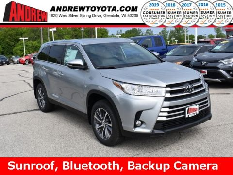 Stock #: 37978 Silver 2019 Toyota Highlander XLE 4D Sport Utility in Milwaukee, Wisconsin 53209