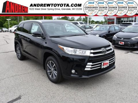 Stock #: 38052 Black 2019 Toyota Highlander XLE 4D Sport Utility in Milwaukee, Wisconsin 53209