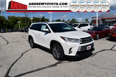 Stock #: 38657 Blizzard Pearl [extra_cost_color] 2019 Toyota Highlander XLE 4D Sport Utility in Milwaukee, Wisconsin 53209