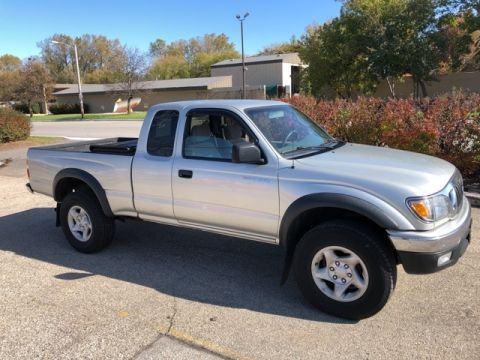 Stock #: 38162C Silver 2004 Toyota Tacoma Base Access Cab in Milwaukee, Wisconsin 53209